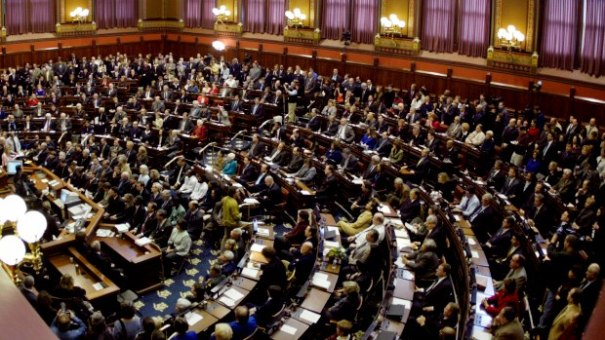 connecticut-capitol-hall-of-the-house-joint-session-2004-getty-bob-falcetti